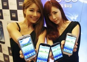 Samsung Girls with phone
